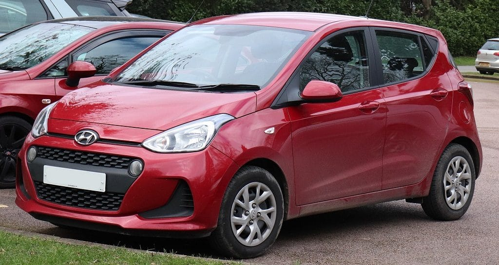 Hyundai_i10 car in red